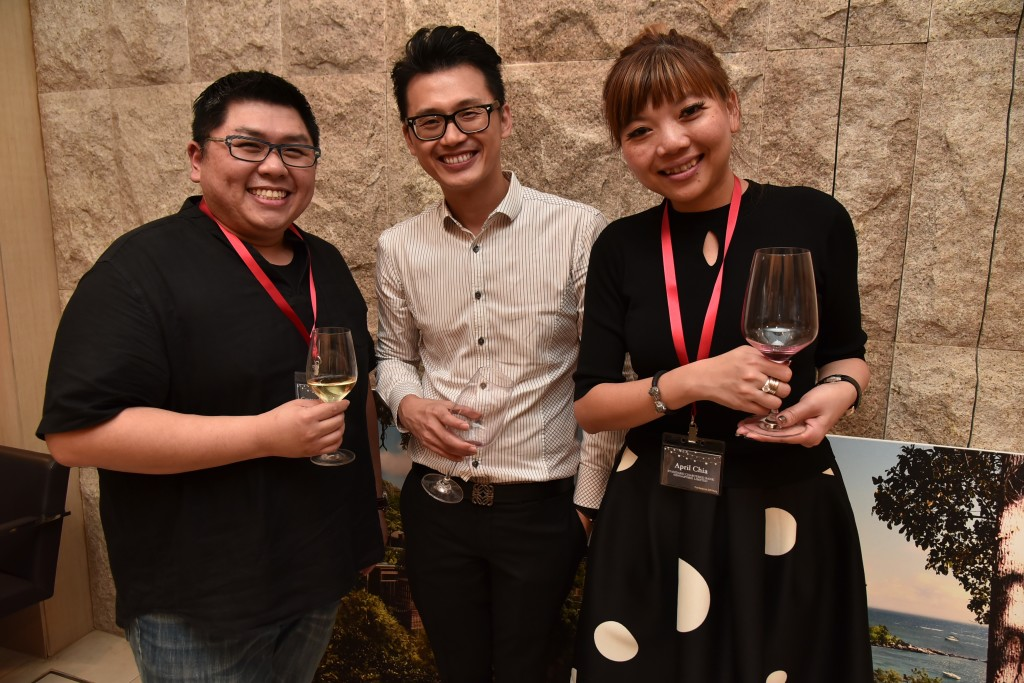(L-R): Gregory Quake (General Manager, Circular Law Chambers LLP), Solomon Pao (Manager, Business Development, Priority Clients, Standard Chartered Bank), April Chia (Head, Priority Client Acquisition, Standard Chartered Bank)