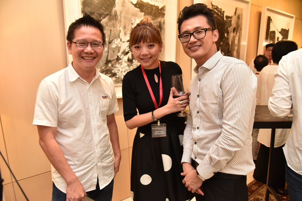 (L-R): Tony Koe (Managing Director, SRI), April Chia (Head, Priority Client Acquisition, Standard Chartered Bank), Solomon Pao (Manager, Business Development, Priority Clients, Standard Chartered Bank)