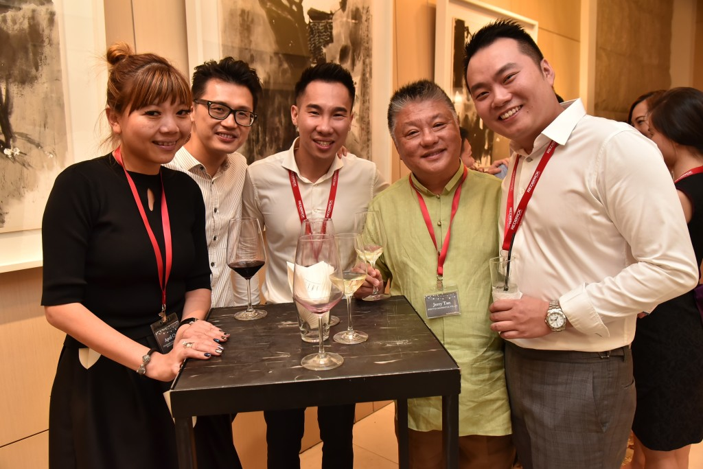 (L-R): April Chia (Head, Priority Client Acquisition, Standard Chartered Bank), Solomon Pao (Manager, Business Development, Priority Clients, Standard Chartered Bank), Andrew Adriaan (Associate Director, Redbrick Mortgage Advisory), Jerry Tan (Founder, JTResi), Eugene Huang (Director, Redbrick Mortgage Advisory)